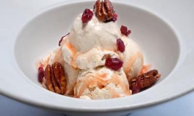 白巧克力冰淇淋圣代