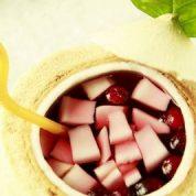 椰香蔓越莓冰饮