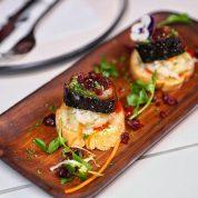 果木碳烤美国蔓越莓汁浸西班牙黑毛猪五花肉面包片